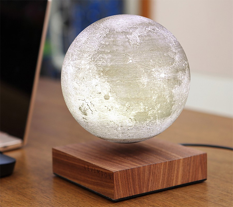 LeviMoon Brings Realistic Moonlight To Your Desktop at werd.com