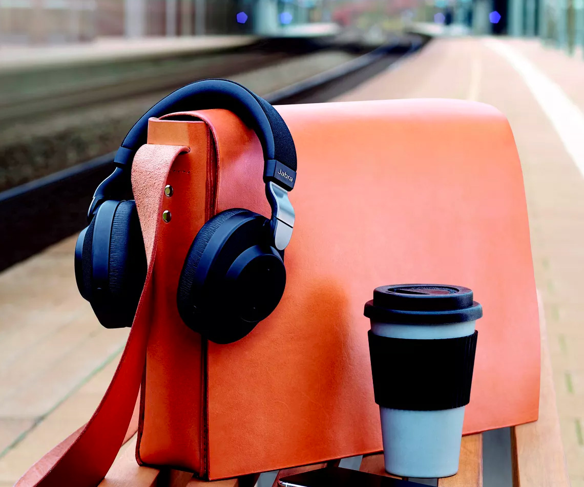 These Noise-Canceling Headphones Adjust To Your Environment at werd.com