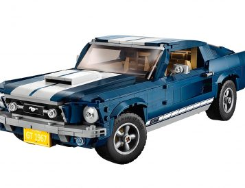 Lego Rolls Out a 1471-Piece Ford Mustang Fastback Kit