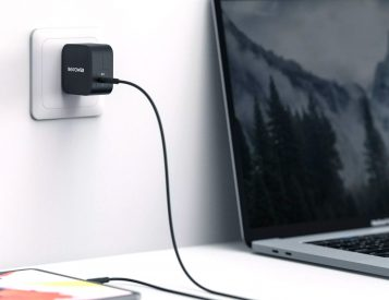 RAVPower Offers a Tiny Portable Macbook Charger