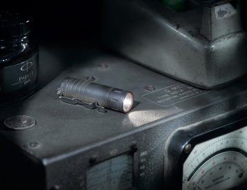 This Tiny Pocket Torch Blasts a Bright Lumicron Light