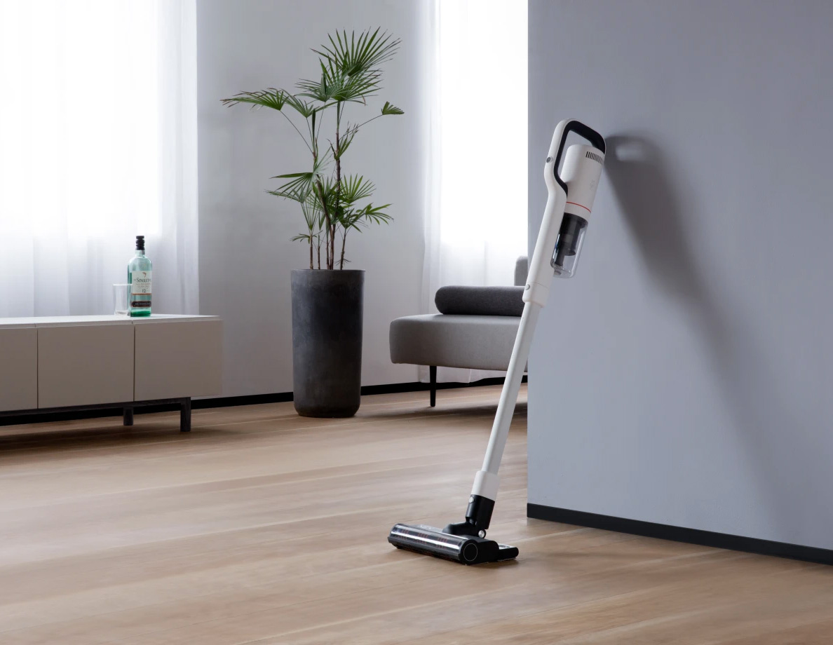 This Crowdfunded Smart Vacuum is a Mop, Too at werd.com