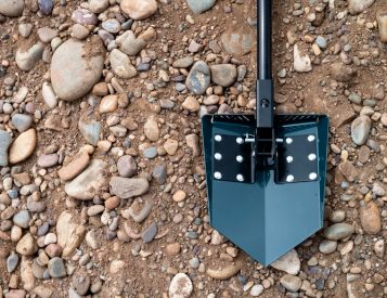 This Stowable Shovel Will Be There To Dig You Out