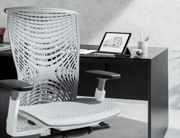 Work With Proper Posture in the Kinn Chair