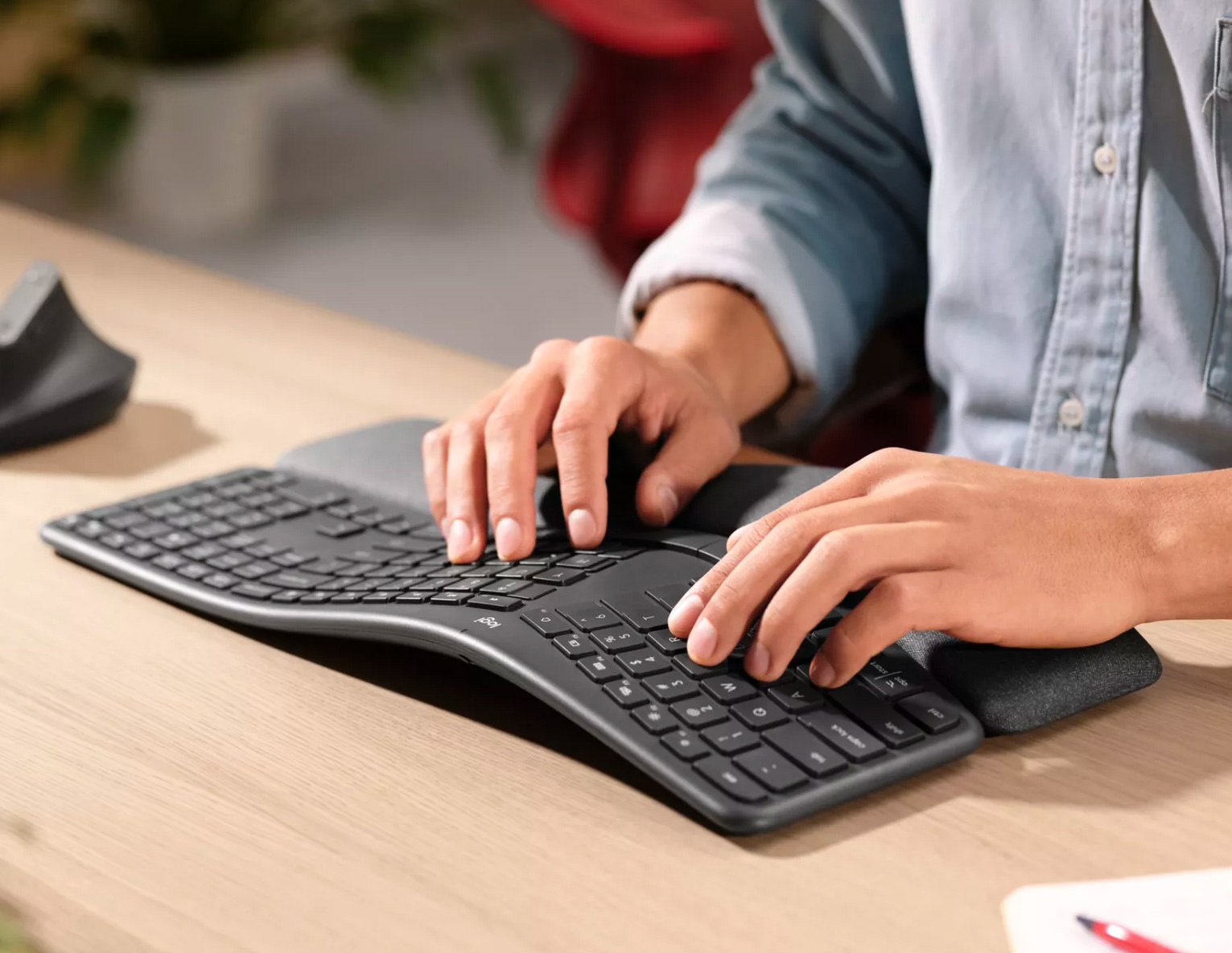 Logitech's Ergo K860 is a More Comfy Keyboard at werd.com