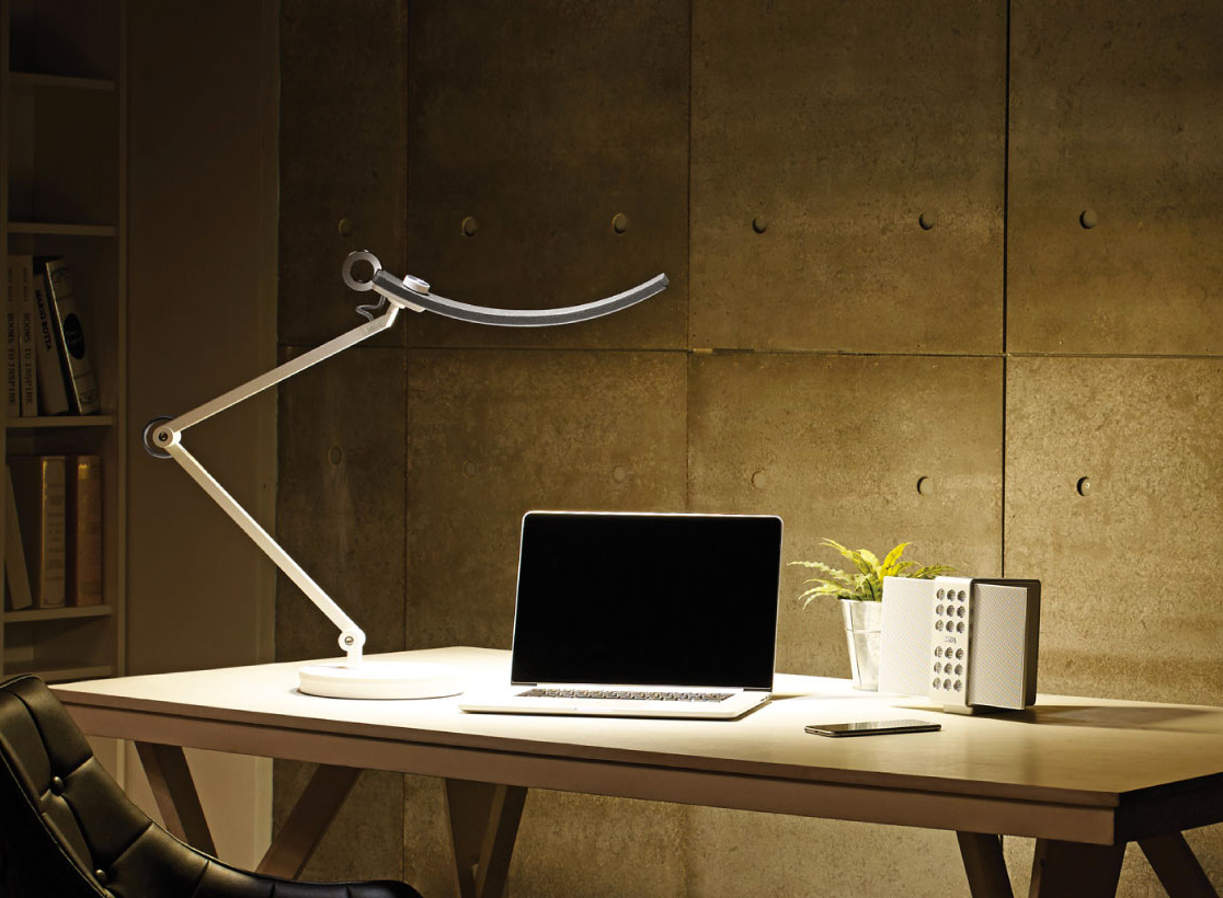 BenQ's E-Reader Desk Lamp Adjusts To All Environments at werd.com