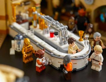 LEGO Launches Original Star Wars Cantina Set