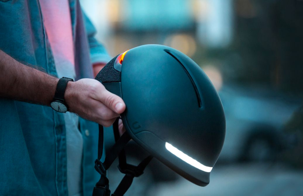 The Faro Helmet Brings Safety & Smarts To Urban Commuting at werd.com