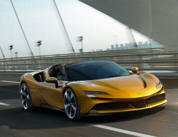 Ferrari SF90 Spider: Sun & Fun at 200MPH