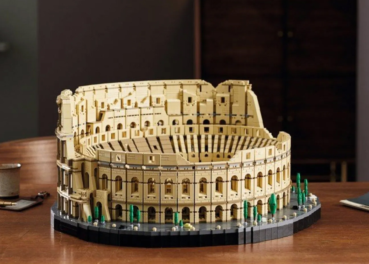 Biggest LEGO Set Ever: The 9036-Piece Roman Colosseum at werd.com