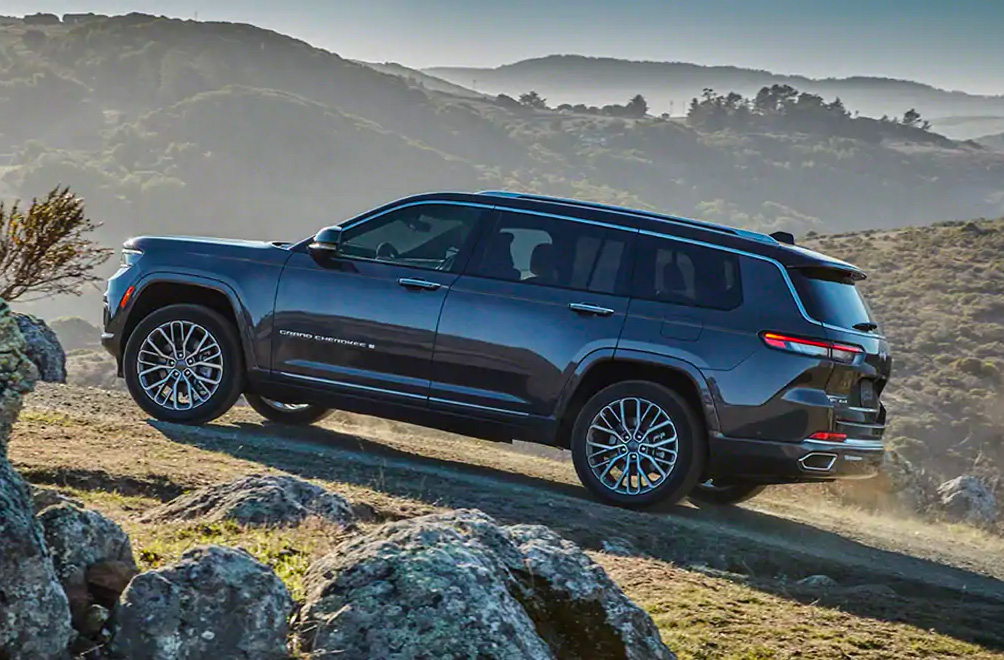 Jeep Unveils 2021 Grand Cherokee L at werd.com