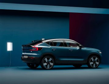 Volvo Debuts Its First Plug-in Crossover: The C40 Recharge
