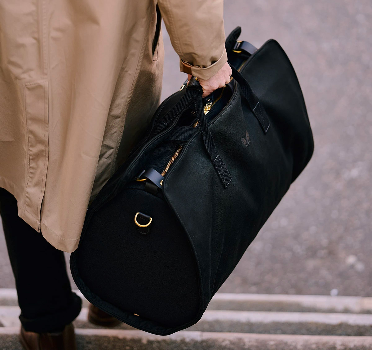 For Work or Weekends, The S.C Holdall is a Smart Traveler at werd.com