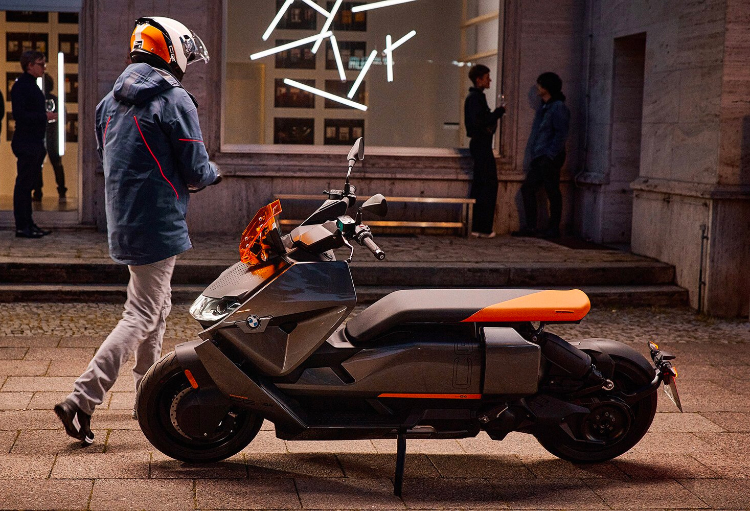 BMW Motorrad Releases CE04 Electric Commuter Scooter at werd.com