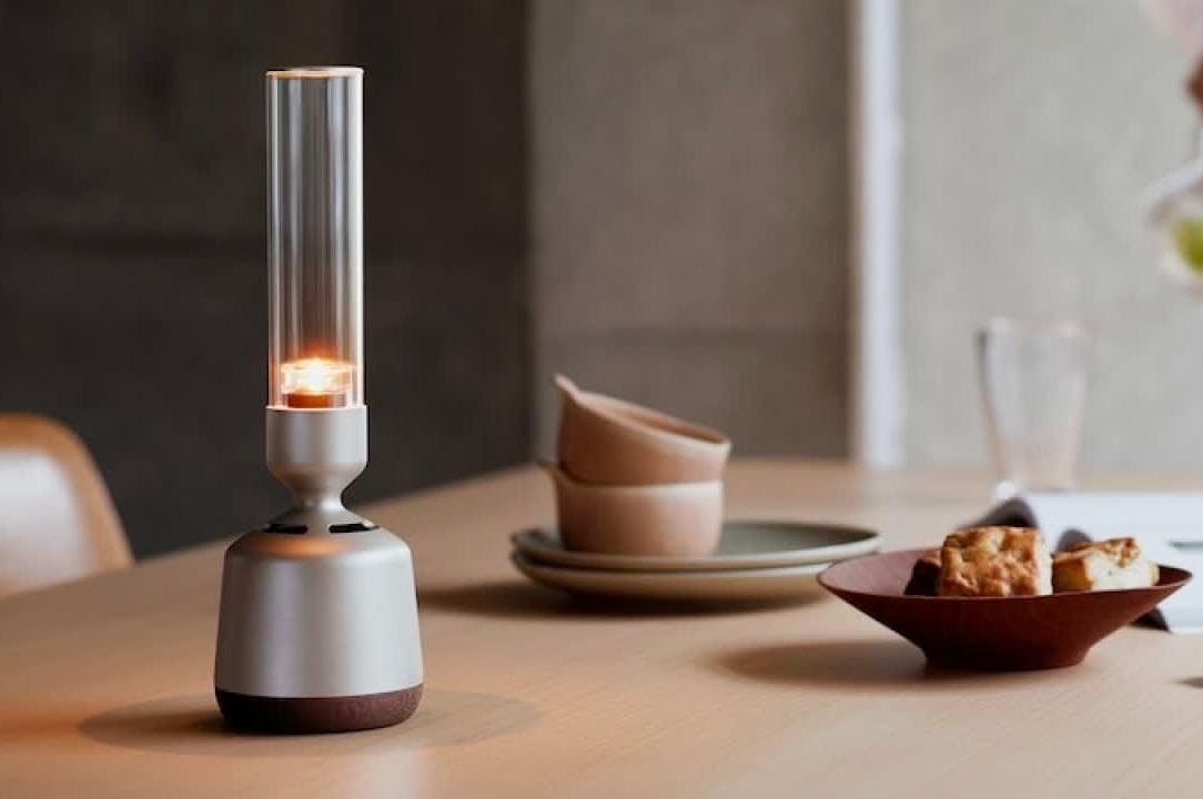 This Sony Speaker Sends Sound Through Glass at werd.com