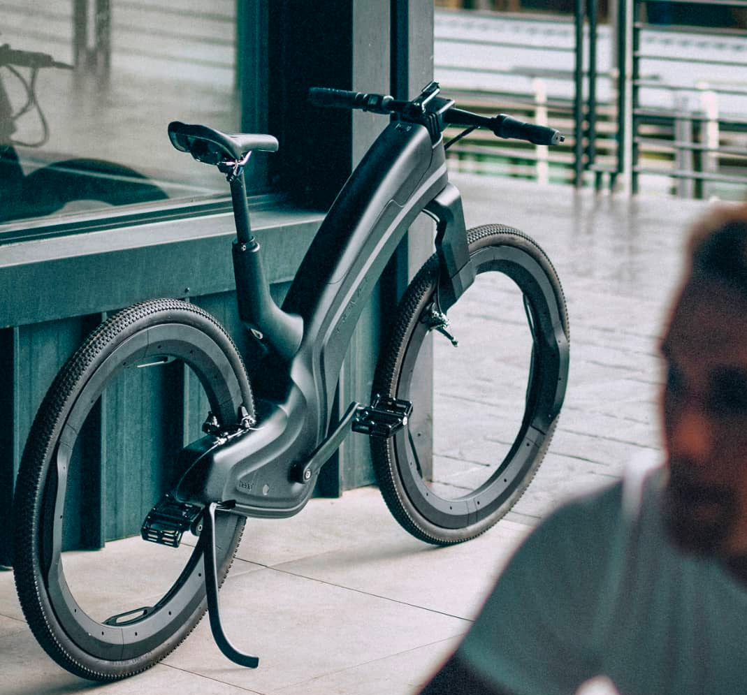Reevo Introduces Hubless E-Bike at werd.com