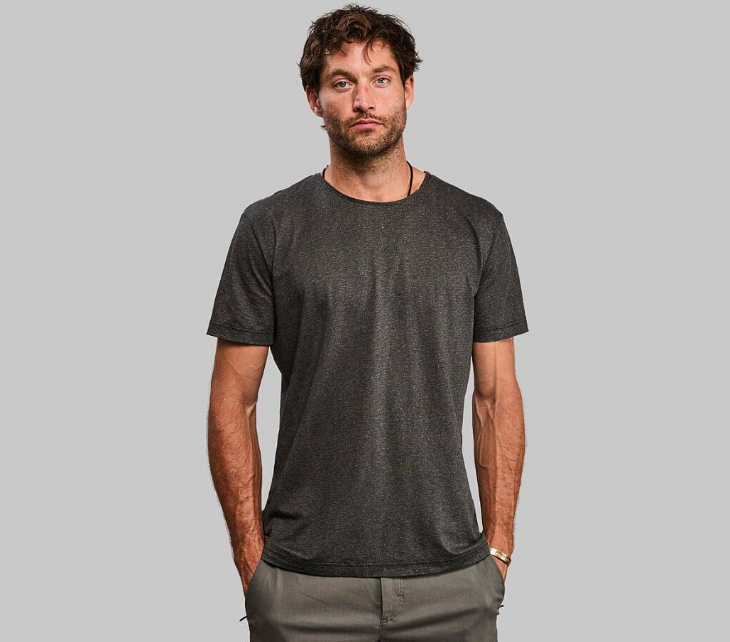 Vollebak's Black Algae T-Shirt Cuts Out Petroleum at werd.com