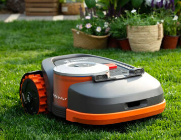 Segway's Navimow Uses GPS to Keep Lawns Looking Tight